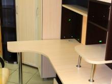 детская мебель: стол, шкаф для одежды, полки