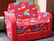 Маленькие яркие детские диванчики
