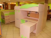 красивый набор мебели в детскую комнату
