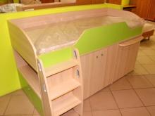 детская кровать с лестницей и шкафом