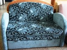 Маленький детский диванчик