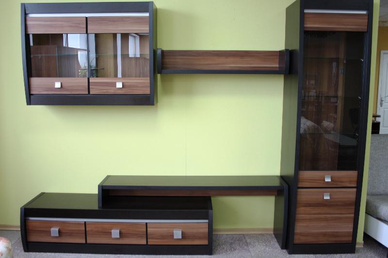 Разнообразная мебель в мебельном центре