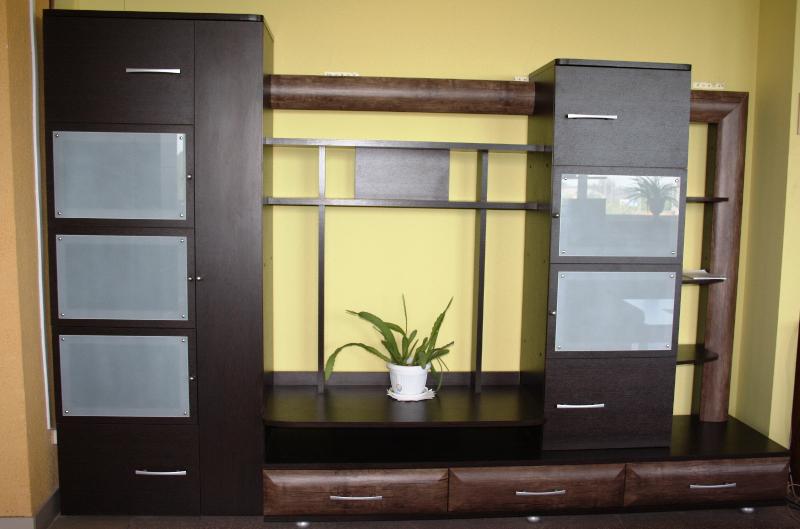Качественная мебель под телевизор с полками