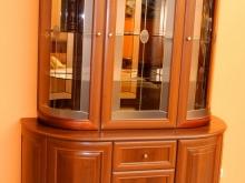 зеркальный шкаф с витриной в Кургане