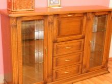 невысокий шкаф комбинированный из массива дуба