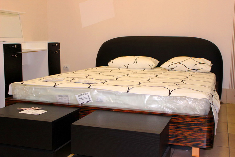 большой выбор мебели для спален, кроватей, тумб, комодов
