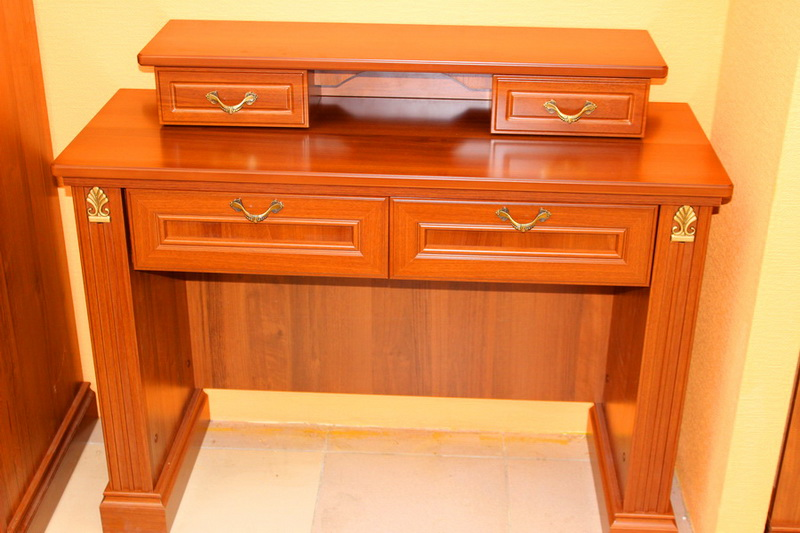 туалетный столик с ящиками и секретами
