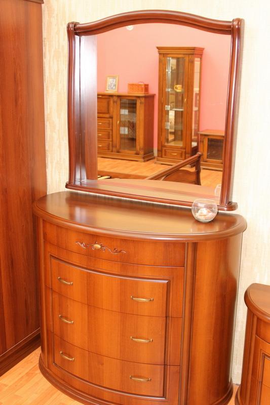набор для спальни: комод и зеркало в Кургане