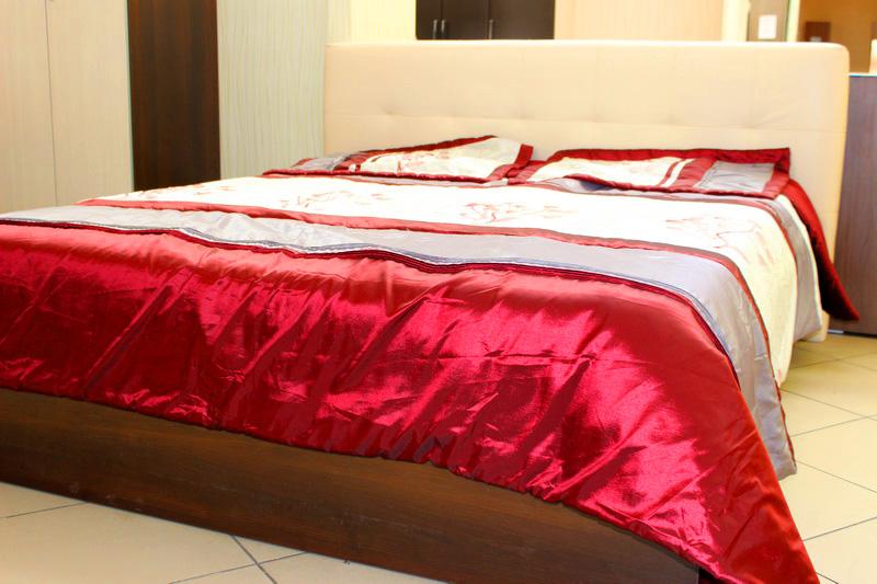 кровать: основание-дерево, изголовье - мягкое, экокожа