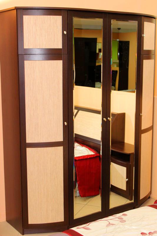 стильный большой вместительный шкаф для одежды