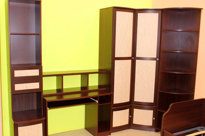 набор: компьютерный стол, шкаф для одежды угловой, стеллаж