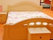 кровати спальни тумбы