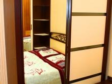 шкаф-купе с зеркалом для спальни