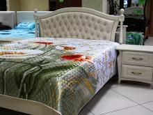 Классические кровати с прикроватными тумбами