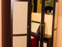 шкаф 4-дверный с зеркалом для одежды в спальню