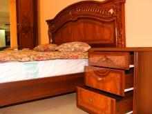 кровать с красивым деревянным резным изголовьем недорого