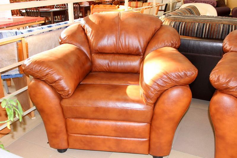 разнообразная мягкая мебель