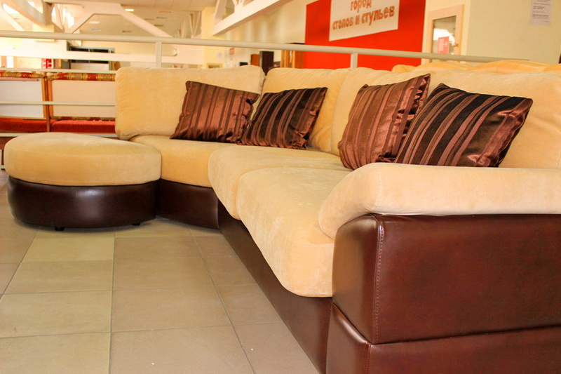 диван с подставным пуфом