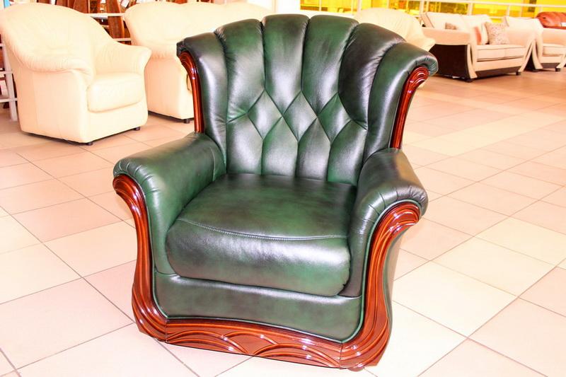 кресла с вставками из дерева