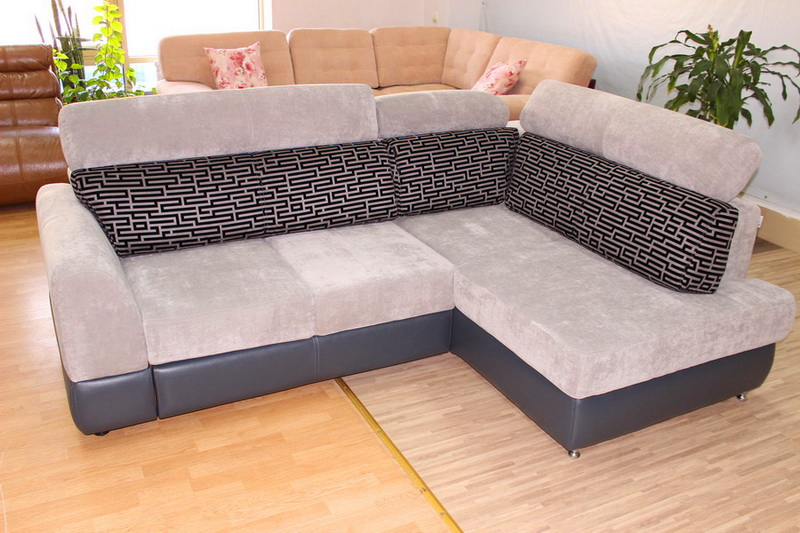 диван с регулирующимися подголовниками