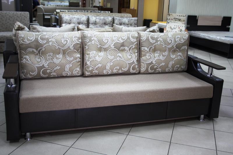 бюджетная мягкая мебель в большом количестве