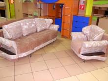 мягкая мебель с полками в подлокотниках