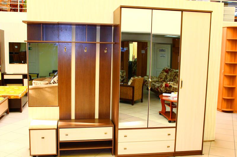 прихожие с зеркалом и шкафом для одежды
