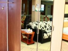 шкаф для одежды с зеркальными дверками