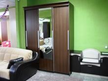 Красивый набор мебели для прихожей и диван