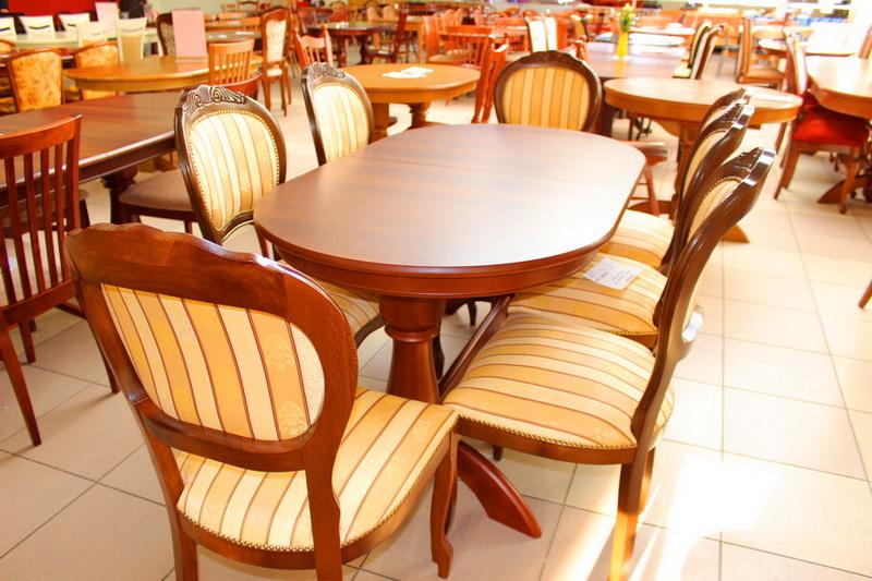 стулья с декоративными резными элементами