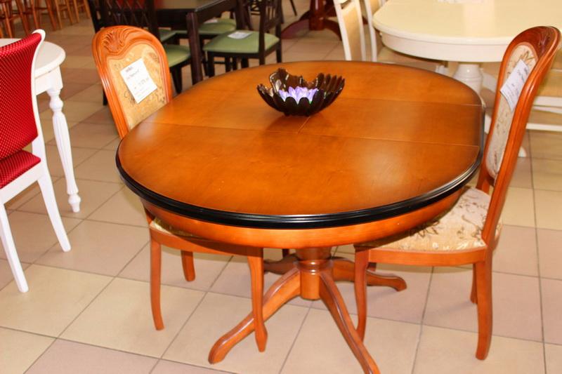 стол обеденный с черной каймой