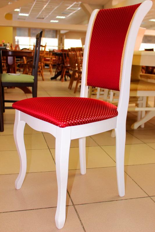 стул белый с красной обивкой