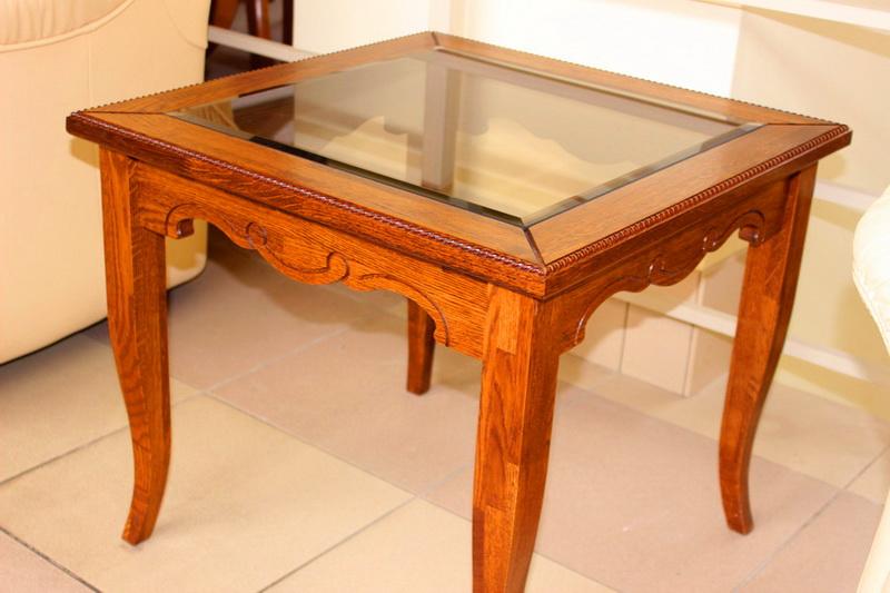 журнальный стол: ножки - массив, стекло