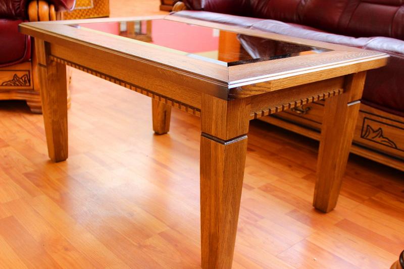 деревянный журнальный стол со стеклом