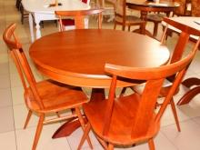 простые формы стола и стульев