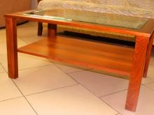 деревянные столики со стеклянной столешницей