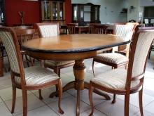 Удобный обеденный стол и стулья
